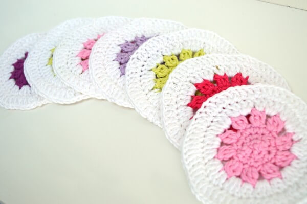 Fun crochet coasters - a free pattern by La Visch Designs