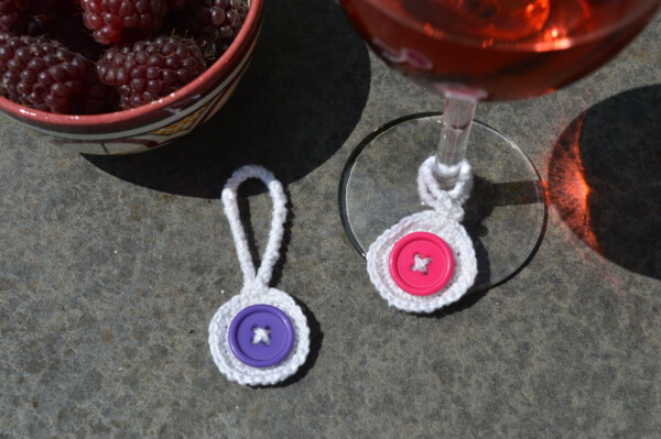 Crochet wine glass charms - A free pattern by La Visch Designs