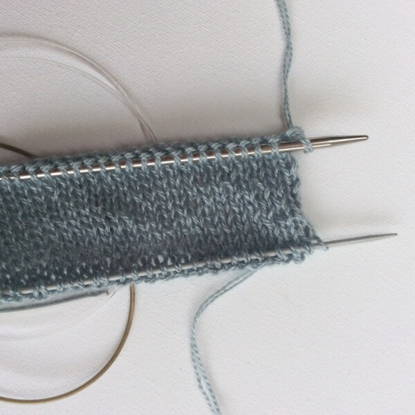 Knitting a folded hem - a tutorial by La Visch Designs