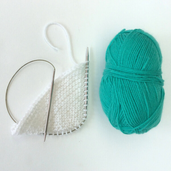 Working a knitted-on border -A tutorial by La Visch Designs - www.lavisch.com