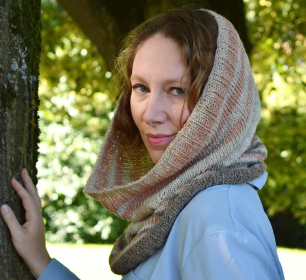 Stellaria Cowl - a design by La Visch Designs