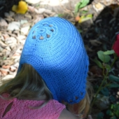 Bloemenmeiske, a crochet bonnet by La Visch Designs