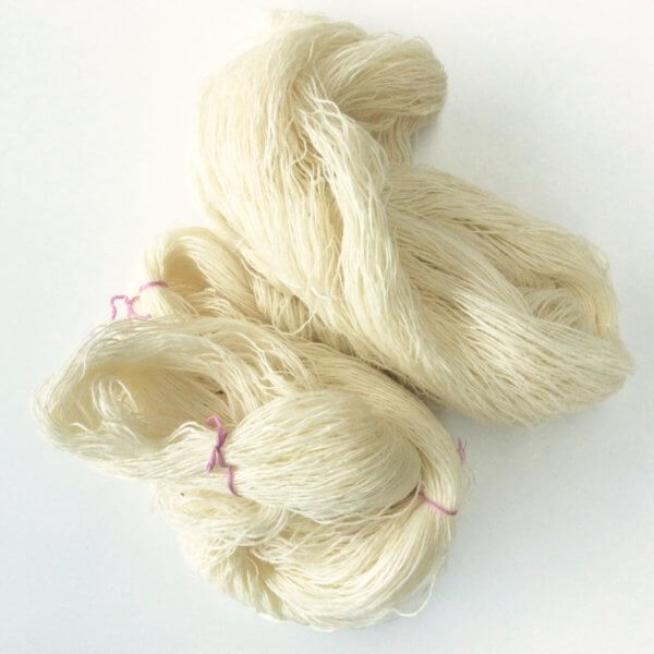 Dyeing wool with onion skins - a tutorial by La Visch Designs