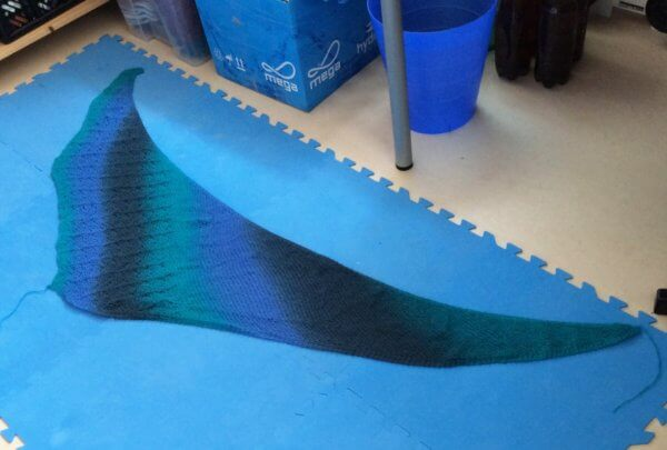 Blocking an asymmetrical shawl - a tutorial by La Visch Designs