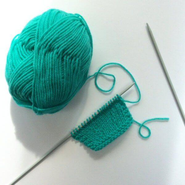 Knitting the k2tog decrease - a tutorial by La Visch Designs