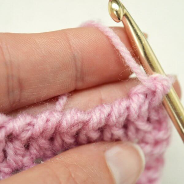 Reverse single crochet - a tutorial by La Visch Designs