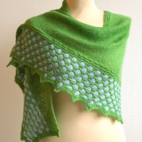bloemen in het gras shawl by La Visch Designs
