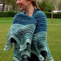 handspun delight shawl by La Visch Designs