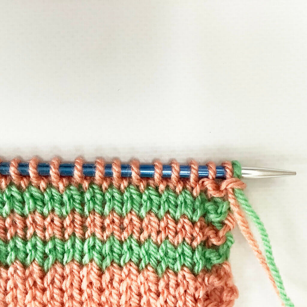 Preventing a tight edge when knitting stripes: result on the RS