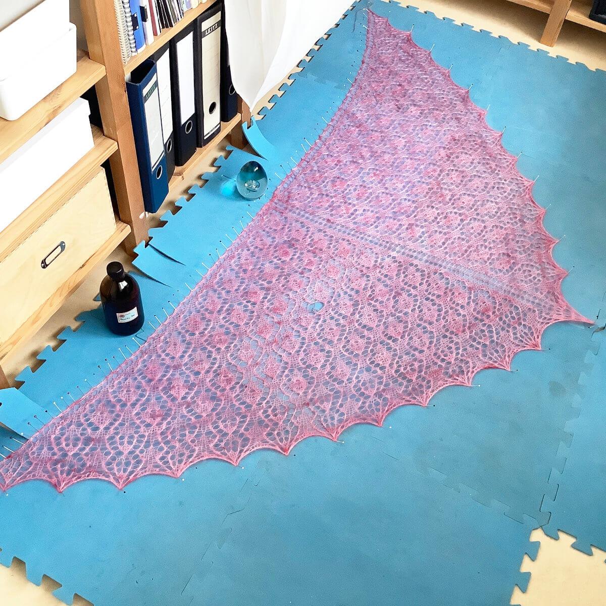 Blocking a triangle shawl - step 9