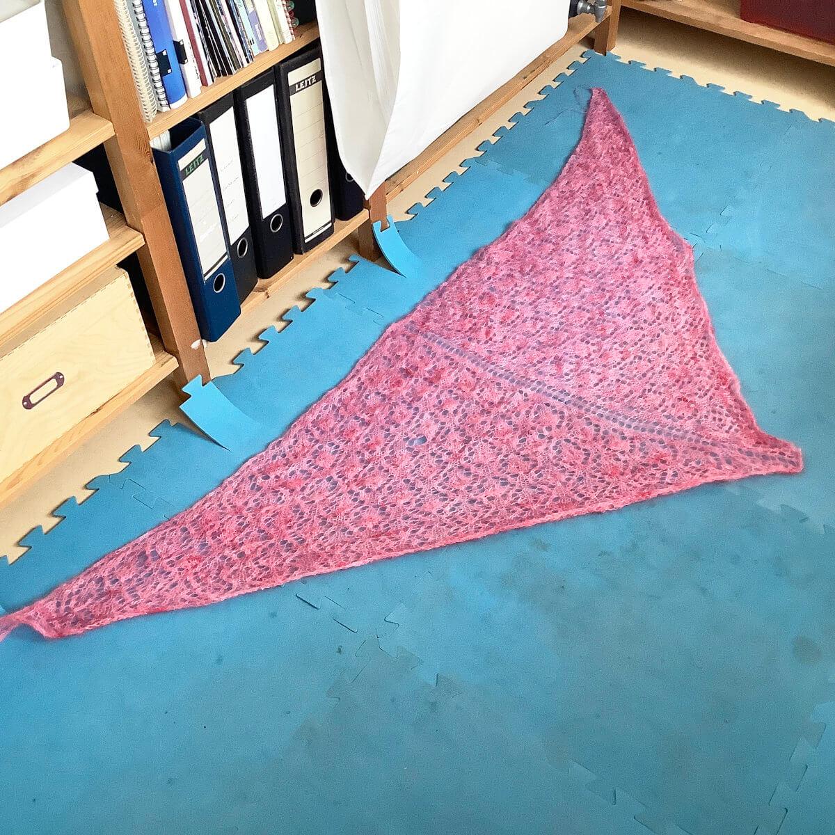 Blocking a triangle shawl - step 1