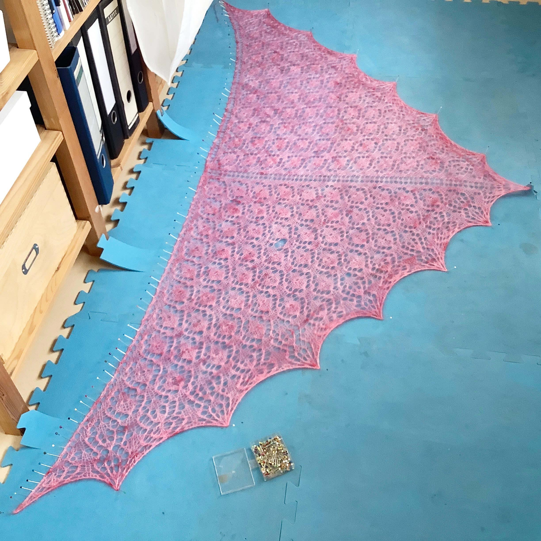 Blocking a triangle shawl - step 7