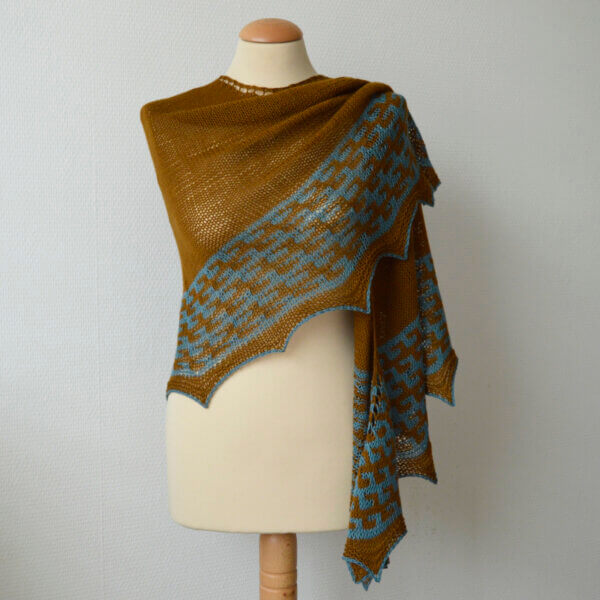 Duin shawl on mannequin